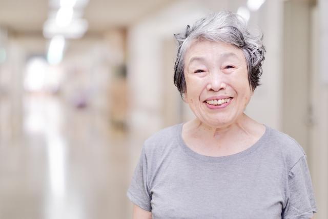 セラミックは、人間の歯とほぼ同じ強度と高い、身体になじむ性質を持っています。 身体にとても優しい治療ですね。